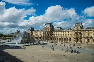 The Louvre Museum: reserve your parking space