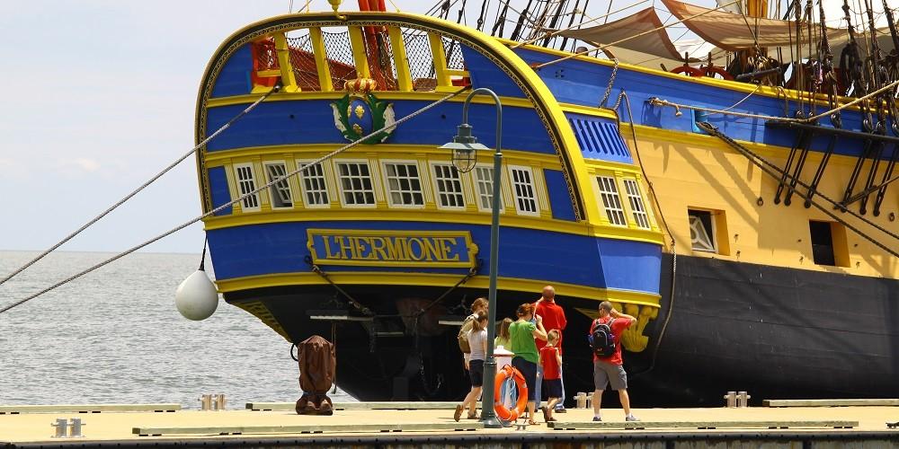 Hermione boat in Toulon