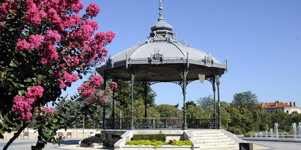 Kiosk Peynet in Valence