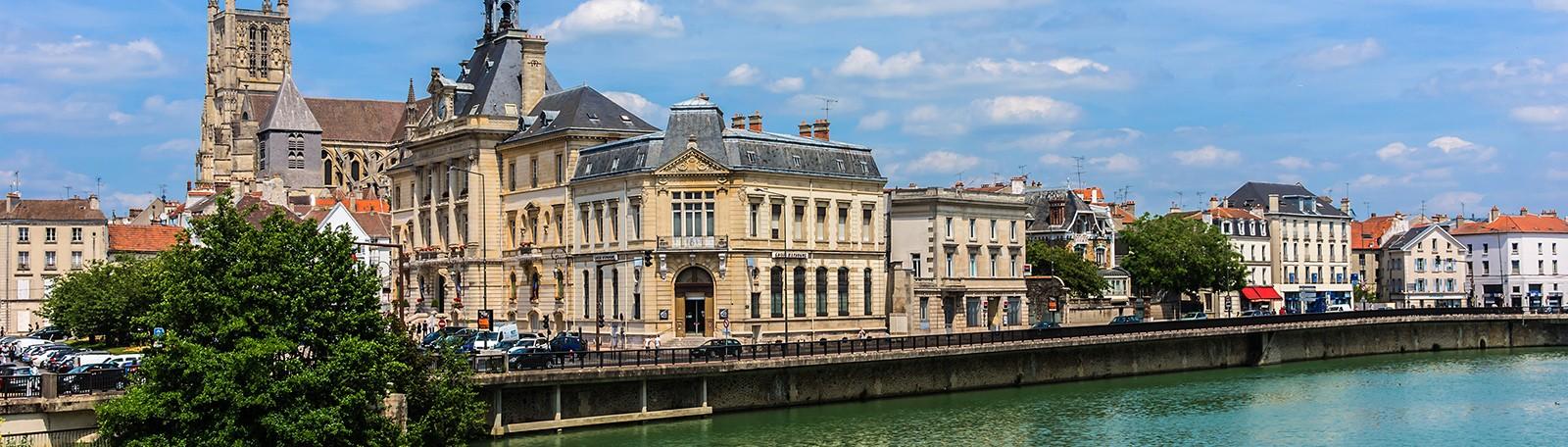 Car park Cité Administrative - Park in Meaux | Q-Park