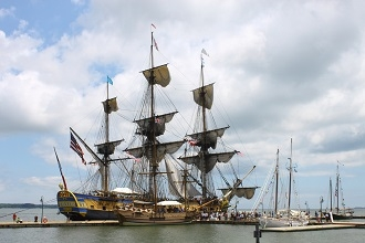 The Hermione stops by Toulon